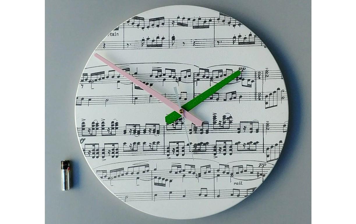 """שעון עגול """"תווים"""""""