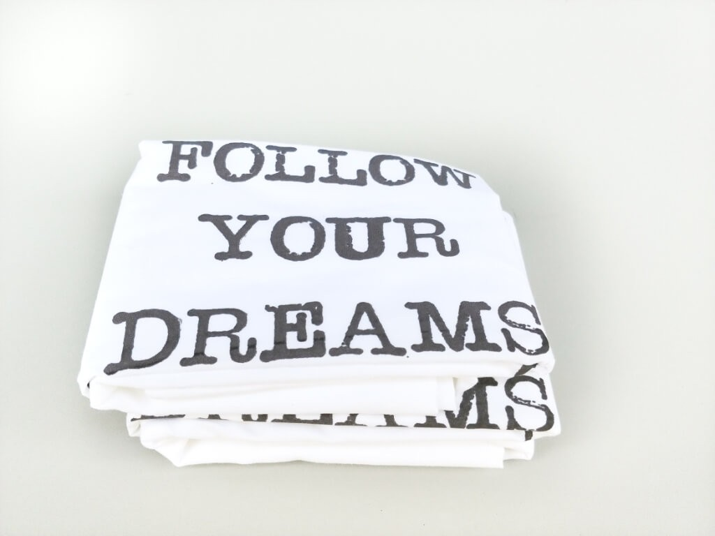 "זוג ציפיות ""FOLLOW YOUR DREAMS"" אפור"